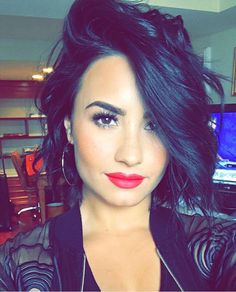 I can't stand Demi Lovato she drives me crazy! My dislike for her dates back to the Disney Channel and Camp Rock! Cabelo Demi Lovato, Demi Lovato Hair, Short Hairstyles For Women, Hairstyles Haircuts, Sleek Hairstyles, Hair Inspo, Hair Inspiration, Short Hair Cuts, Short Hair Styles