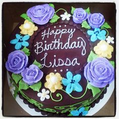 Chocolate Frosting and Yellow Cake Flower Ideas Buttercream Cake Designs, Buttercream Decorating, Buttercream Flower Cake, Chocolate Birthday Cake Decoration, Birthday Cake Decorating, Flower Cake Decorations, Flower Cakes, Yellow Birthday Cakes, Cake Lettering