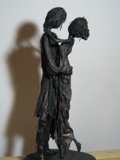 New sculpture of lovers