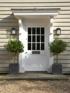 90 Awesome Front Door Farmhouse Entrance Decor Ideas - Page 32 of 95 - Abidah Decor Front Door Overhang, Front Door Porch, House Front, Front Entry, Front Door Plants, Front Door Canopy, Porch Roof, Side Porch, Decoration Entree