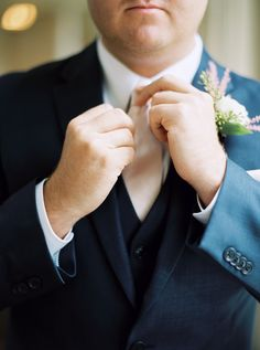 The Dapper Groom | Navy Suit | Savannah, Georgia | Photography by The Happy Bloom Fine Art Photography