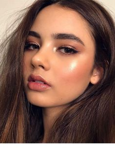 Rotgold Augen Make-up und braune Haare Inspirierende Damen Source by Gold Eye Makeup, Glowy Makeup, Prom Makeup, Smokey Eye Makeup, Wedding Makeup, Cute Makeup, Hair Makeup, Fresh Makeup, Flawless Makeup