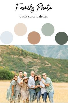 Fall Family Picture Outfits, Spring Family Pictures, Family Picture Colors, Extended Family Photos, Family Photos What To Wear, Summer Family Photos, Outdoor Family Photos, Family Picture Poses, Family Photo Sessions