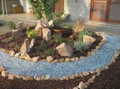 Risultati immagini per giardini con aiuole e sassi - Giardino con sassi bianchi ...