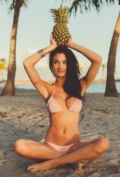 Eberjey Gisele Top & Eva Bottom   Eberjey Swimwear   Nic del Mar    Nicdelmar.com Summer Goddess, Beach Bum, Beach Pool, Summer Beach, Beach Photography, Bikini Photos, Hawaii Pictures, Gisele, Maternity Pictures
