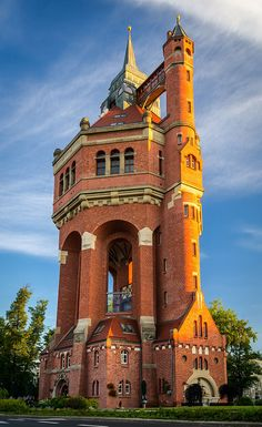 Wrocław Water Tower in Poland Unusual Buildings, Interesting Buildings, Amazing Buildings, Old Buildings, Tower House, Castle House, Beautiful Castles, Beautiful Places, Architecture Cool