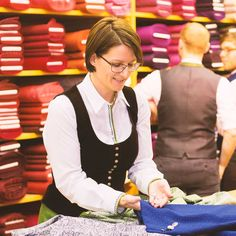 Lagerverkauf - Höfer - Dirndl - Do It Yourself Oktoberfest Outfit, Oktoberfest Clothing, Sewing Hacks, Sewing Projects, Sewing Tips, Diy Shops, Joanna Gaines, Sewing Clothes, Hair Beauty