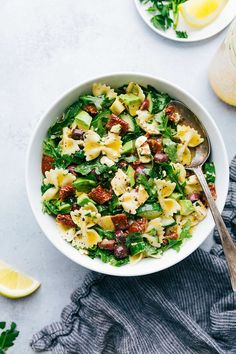 A delicious and healthy mediterranean pasta salad with arugula, veggie, and chicken salad with the best lemon vinaigrette! (Vegetarian option)