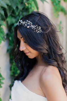 Gorgeous Wedding Hairstyle Inspiration. This would look great with a Pnina halo, vine, or headband! - photo: Mademoiselle Fiona