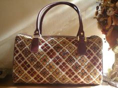 . Louis Vuitton Speedy Bag, Needlework, Butterflies, Bags, Ideas, Fashion, Embroidery Stitches, Hardanger Embroidery, Tapestry
