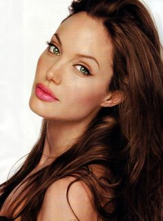 Take a look at the best Angelina Jolie makeup in the photos below and get ideas for your cute outfits! Kylie Jenner / Angelina Jolie lips without injections – makeup / lip tutorial from Mellifluous Mermaid – how to get… Continue Reading → Beautiful Celebrities, Gorgeous Women, Beautiful Women Tumblr, Rihanna, Beyonce, Pretty People, Beautiful People, Beautiful Eyes, Angelina Jolie Fotos
