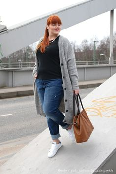 Hülle & Fülle Plus Size Fashion & Lifestyle Blog: Cozy Citylook – My new Boyfriend Jeans, CAsual, Shopping Look, OOTD, Sneaker, Cardigan, Red Hair, Spring Outfit, Shopper Bag