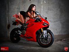 Motorcycle Girl 056 - seDUCATIve redux ~ Return of the Cafe Racers