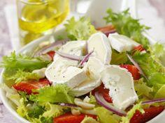 Blattsalat mit Erdbeeren und Ziegenkäse ist ein Rezept mit frischen Zutaten aus der Kategorie Gemüse. Probieren Sie dieses und weitere Rezepte von EAT SMARTER!