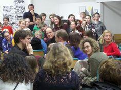 Atelier slam Les classes de 6ème de l'école communale les Colibris ont pris part a un atelier slam avec l'artiste Sylvain Farhi, en partenariat avec la bibliothèque. Voici quelques images des jours de création et du spectacle final.slam