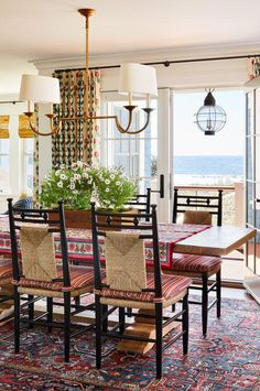 Home Interior Salas A Colorful Maine Beach House by Katie Rosenfeld.Home Interior Salas A Colorful Maine Beach House by Katie Rosenfeld Villefranche Sur Mer, Sweet Home, New England Homes, Interior Decorating, Interior Design, Interior Modern, Decorating Ideas, House And Home Magazine, Home Decor Accessories