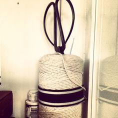Schaar met touw.
