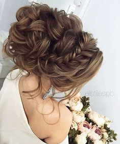 Oh my what an updo! In your opinion, is this PERFECT or too much?? Let us know