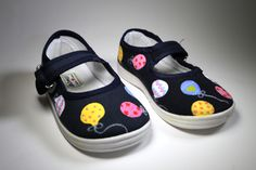 Hand painted shoes balloons by www.sweetlittleshoes.com