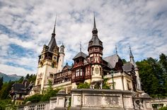 The beauty of Peles Castle. Peleș Castle is a Neo-Renaissance castle in the Carpathian Mountains, near Sinaia, in Prahova County, Romania, on an existing medieval route linking Transylvania and. Peles Castle, Prague Castle, Carpathian Mountains, City Architecture, Romania, Barcelona Cathedral, Medieval, House Styles, Building