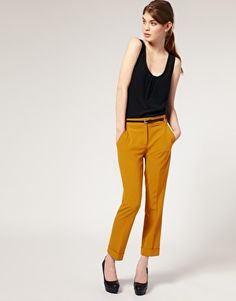 I'm a fan of colorful pants. such a simple and comfortable looking outfit, yet so distinctive