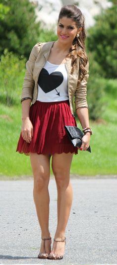 Camila Coelho - Look romântico com saia plissada: http://supervaidosa.com/2012/06/11/look-do-dia-saia-plissada/