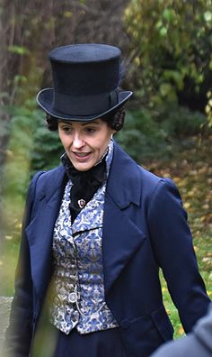 I love the color, the top hat. I would love to wear that ensemble. Suranne Jones, Gentleman Jack, Costume Collection, Film Serie, Historical Clothing, Business Women, Vintage Fashion, Style Inspiration, Costumes