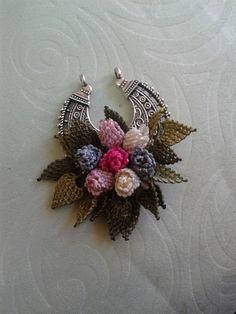 This Pin was discovered by NLN Bead Crochet, Crochet Doilies, Crochet Necklace, Needle Lace, Lace Making, Bargello, Beading Tutorials, Flower Crafts, Handcrafted Jewelry
