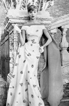 "myvintagevogue: ""Moda Italiana Spring / Summer 1956 Iris Bianchi wearing a gown by Fontana "" Vintage Vogue, Vintage Glamour, Moda Vintage, Vintage Beauty, Vintage Outfits, Vintage Gowns, Vintage Clothing, 1950s Style, Fifties Fashion"