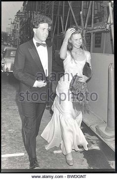 Viscount Linley 11 July 1986 Picture Shows Viscount Linley And Lady Sarah Armstrong-jones Walking To Claridges BROTHERS - Stock Image