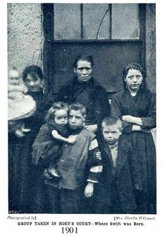 Poverty in towns, slum dwellers in Dublin, Ireland circa 1901 Old Pictures, Old Photos, Vintage Photos, Ireland Pictures, Dublin City, Dublin Street, Irish People, Irish Roots, Irish Eyes