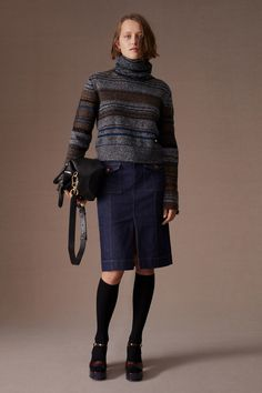 See by Chloé Pre-Fall 2020 Fashion Show Collection: See the complete See by Chloé Pre-Fall 2020 collection. Look 23 Fashion History, Fashion 2020, Fashion News, High Fashion, Fashion Trends, Chloe Fashion, Milan Fashion, Knitwear Fashion, Sweater Fashion