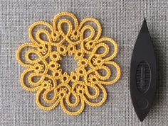 Free pattern is ready. Please play with everyone. Shuttle Tatting Patterns, Needle Tatting Patterns, Knitting Patterns, Crochet Patterns, Lace Patterns, Tatting Earrings, Tatting Jewelry, Tatting Lace, Needle Lace