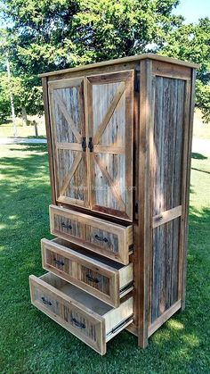 You can find a lot of different forms of pallet wood for example stringer pallet,block pallet and so on.For making this kind of hutch (given below) ,it is best to use old pallet.Because this hutch is perfect for keeping in doors using in place of your cupboard.Many other kind of hutch can be found in this article of different designs and use.