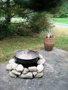 """""""temporary"""" diy fire pit, this is a good idea for my apartment next year :)"""