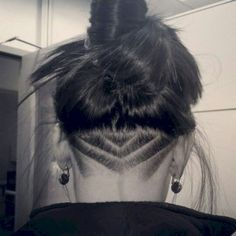 Lovely undercut hairstyle for women ideas (32)