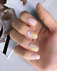 Semi-permanent varnish, false nails, patches: which manicure to choose? - My Nails Nail Art Cute, Cute Nails, Pretty Nails, Nail Manicure, Manicures, Nail Polish, Gel Nail, Minimalist Nails, Yellow Nails