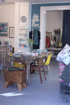 Hello everyone, Last week I visited a new shop in Hamburg for you. The newly openedLIVin Hamburg-Eimsbüttel is full with Scandinavian and German design and fashion. You will find some usual suspects of Danish design such as house doctorbut also some less well-known brands.