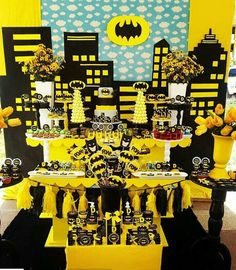 Festa 18 anos Fiesta Batman Lego, Lego Batman Party, Superhero Theme Party, Kids Party Themes, Birthday Party Themes, Boy Birthday, Marvel Baby Shower, Batman Birthday Cakes, James 1st