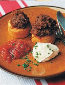 Spicy lamb 'bunny chow' with mielie bread, relish and sour cream South African Dishes, South African Recipes, Curry Recipes, Meat Recipes, Cooking Recipes, I Love Food, A Food, Chow Chow Recipe, Hottest Curry