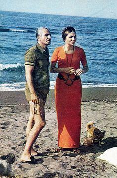 En agosto de 1970 la Familia Imperial persa recibió a ¡HOLA! a orillas del mar Caspio El Sha, Reza Pahlevi, y su esposa, Farah Diba, disfrutaron de una jornada de playa en compañía de sus hijos.