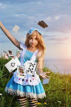 Character: Alice / From: Walt Disney Animation Studios 'Alice in Wonderland' / Cosplayer: Alexandra Ivanova (aka elara-dark)
