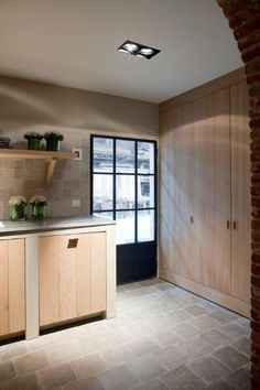 Love the floor Realization by Het Atelier Interieur, Hooglede - Belgium Kitchen Interior, New Kitchen, Cosy House, Cocinas Kitchen, Windows And Doors, Home Kitchens, Sweet Home, New Homes, House Design