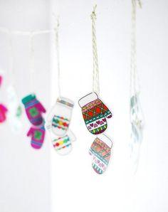 Make An Incredible Shrinking Mitten Garland ⋆ Handmade Charlotte Diy Craft Projects, Craft Tutorials, Crafts For Kids, Diy Crafts, Holiday Crafts, Christmas Crafts, Xmas, Shrink Plastic Jewelry, Diy Girlande