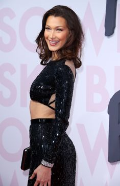 Bella Hadid - Most Beautiful Girls Bella Gigi Hadid, Bella Hadid Style, Gigi Hadidi, Afro, Summer Dress Outfits, Winter Outfits, Casual Outfits, Img Models, Celebs