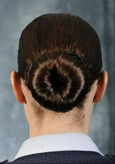 Nichelle Anderson Air Force Instruction provides female Airmen with the Air Force's regulations and standards concerning hair buns, length and color. Military Bun, Military Women, Military Life, Military Chic, 2015 Hairstyles, Cool Hairstyles, Military Hairstyles, Donut Bun Hairstyles, Air Force Women