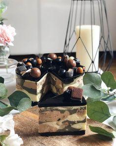 Suklaa-lakritsi-valkosuklaajuustokakku - täydellinen makutrio - Kohokohta.com Oreo, Desserts, Food, Tailgate Desserts, Deserts, Essen, Postres, Meals, Dessert