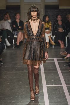 Mode à Paris S/S 2015 GIVENCHY. See all fashion show at: http://www.bookmoda.com/?p=39222 #modeaparis #spring #summer #ss #fashionweek #catwalk #fashionshow #womansfashion #woman #fashion #style #look #collection #paris #givenchy @givenchy