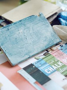 Recently I learnt how to use chalk paint from Annie Sloan to upcycle furniture and create interesting paint effects.