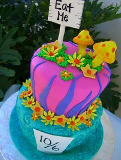 Love the eat me sign Mad Hatter Cake, Mad Hatter Tea, Toadstool Cake, Alice In Wonderland Cakes, Cool Cake Designs, Cakes And More, Cupcake Cakes, Cupcakes, Amazing Cakes